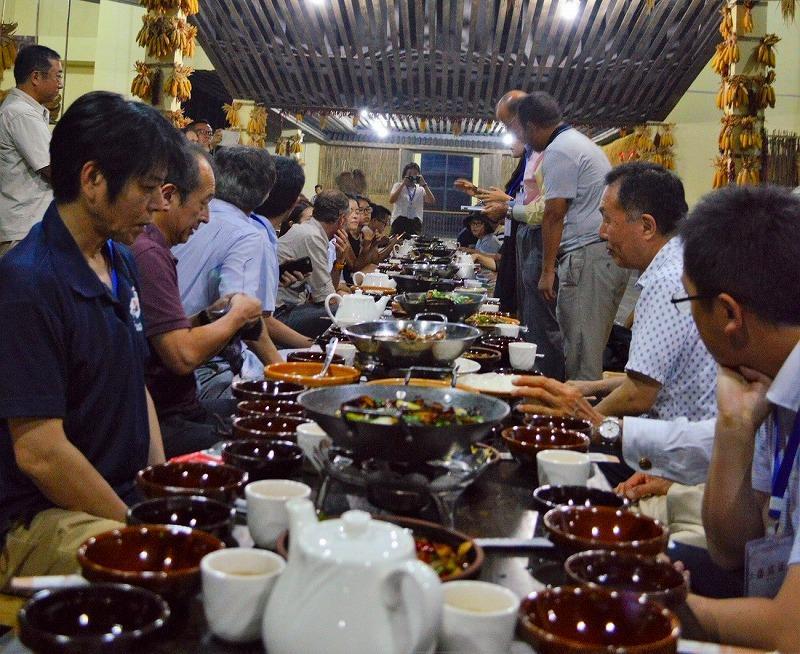 无限风光在险峰意思_日本新闻文化代表团一行考察凤凰古城--李海 - 客观日本